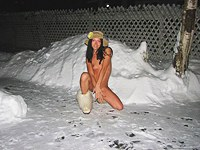 Teen girlfriend fuck in the snow