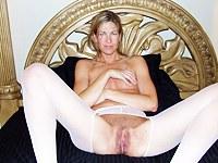 Fuckable hot MILF posing for cock