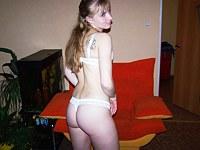 Brunette babe tests her ass deepness