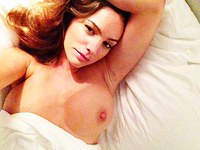 Kelly Brook Naked (8 New Photos)
